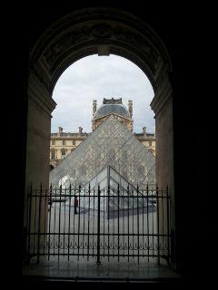 paris louvre pyramid museum